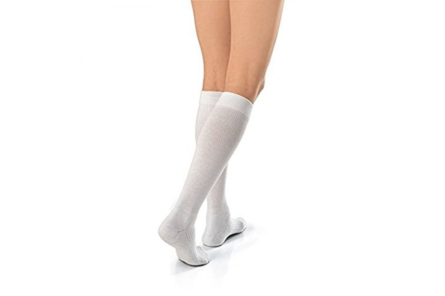 IT'S ALL ABOUT COMFORTExtra cushioned foot with a reinforced heel and toe enhance wearing comfort an..